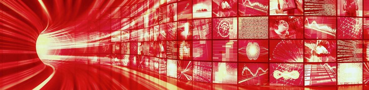 Themenbild Medienbereich Tunnel, durch den breite Lichtstrahlen und kleine Videobildschirme rasen