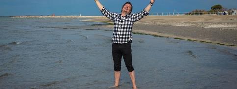 Schauspieler Michael Dangl am Strand von Grado